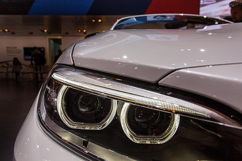 BMW M240i Cabrio (F23), Scheinwerfer mit Standlichtringen