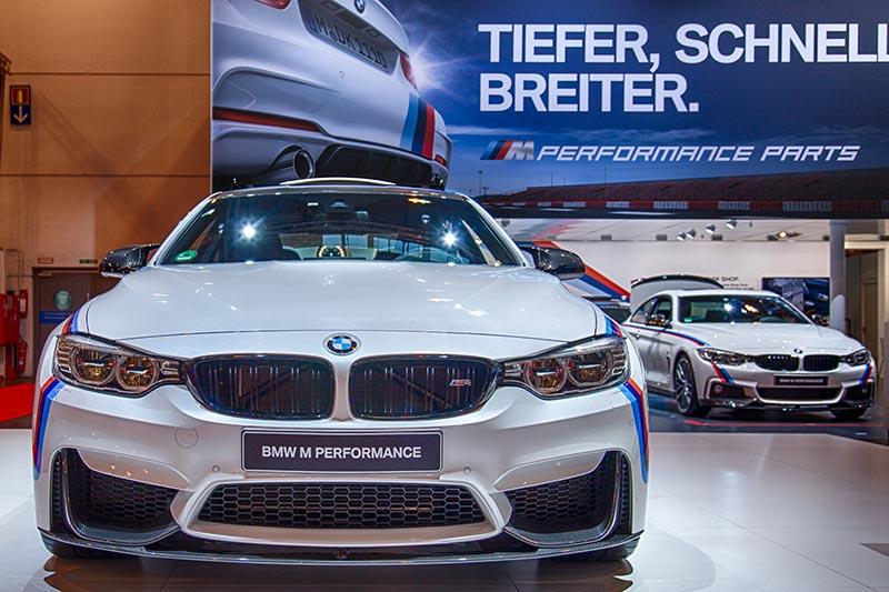 BMW M4 in Mineralweiß metallic, Grundpreis: 73.300 Euro