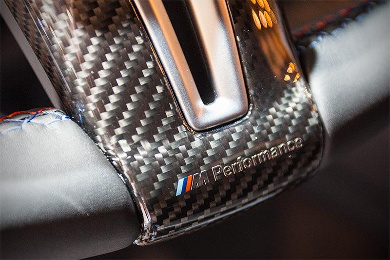 BMW M4 mit BMW M Performance Lenkrad