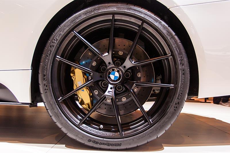 BMW M4 auf orig. BMW M Felgen, mit BMW M Keramik Bremsanlage (7.300 Euro)