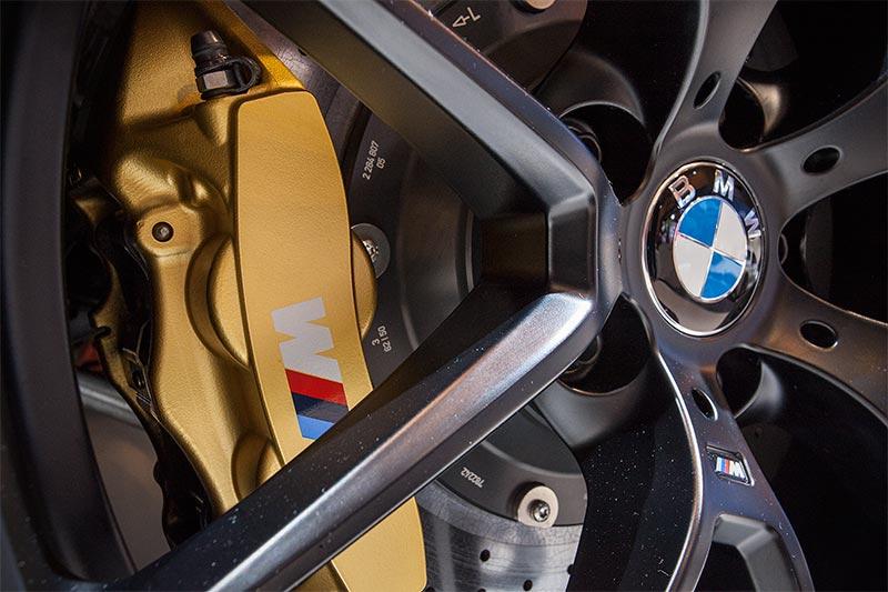 BMW M4 mit BMW M Keramik Bremsanlage (7.300 Euro)