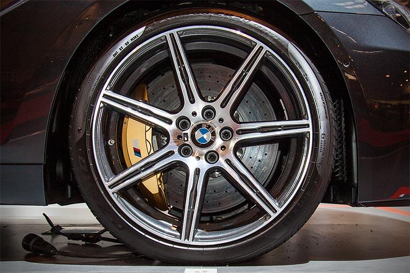 BMW M6 auf orig. BMW M Felgen, mit BMW M Carbon-Keramik-Bremse (8.800 Euro)