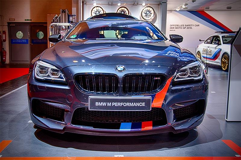 BMW M6 mit BMW M Performance Front- und Heckstreifen (115 Euro)