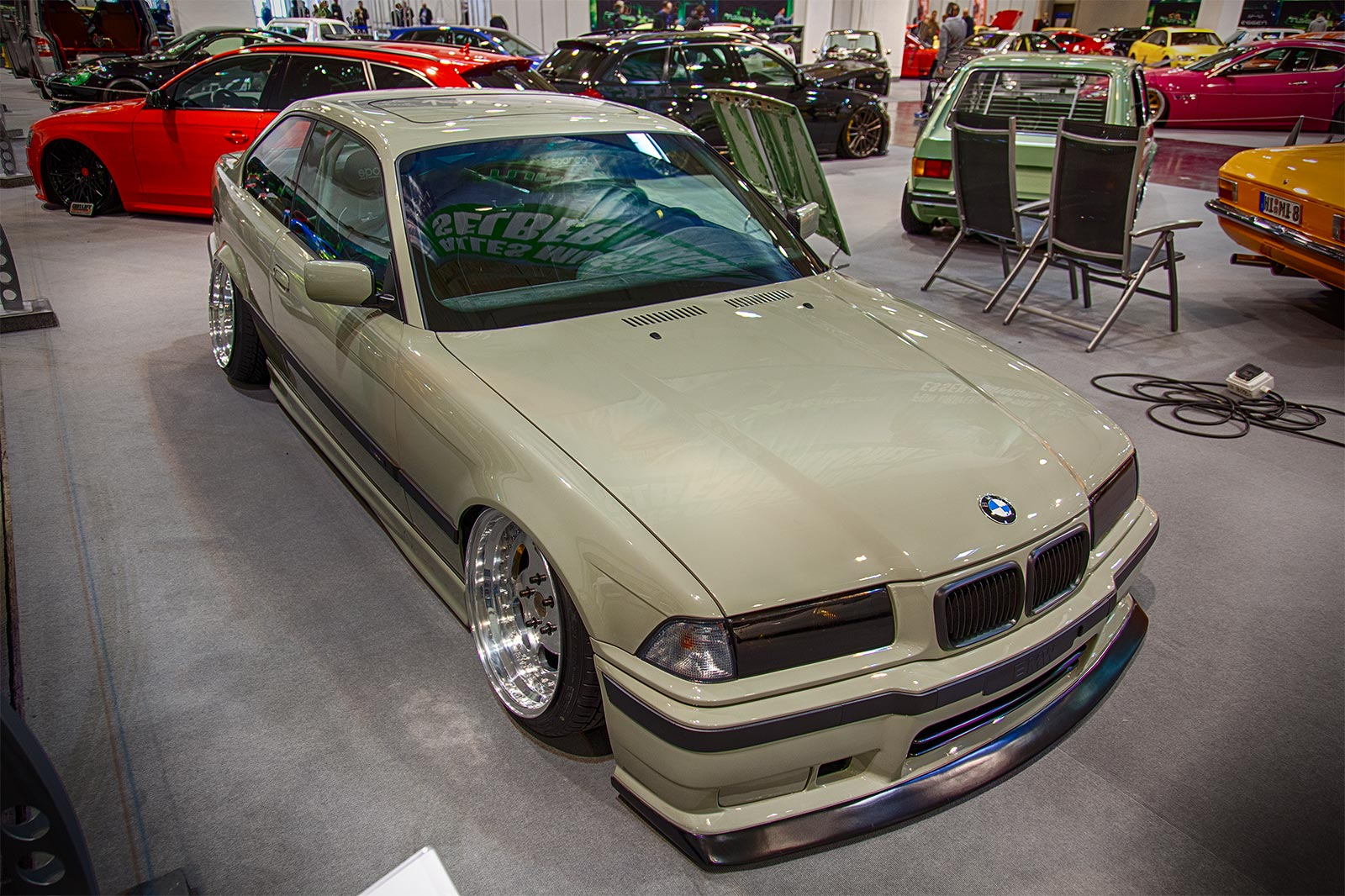 foto bmw 323i e36 39 airlift performance 39 luftfahrwerk. Black Bedroom Furniture Sets. Home Design Ideas