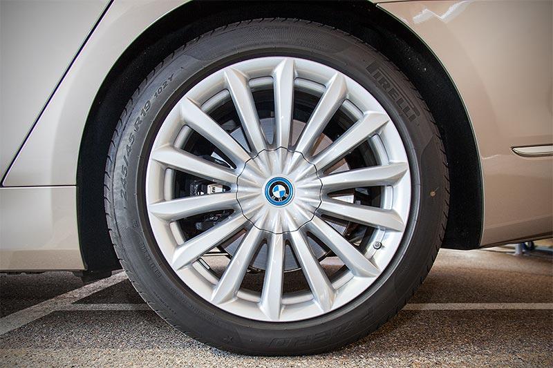 BMW 740Le xDrive iPerformance auf 19 Zoll Felgen V-Speiche 620 zum Mehrpreis von 1.700 Euro