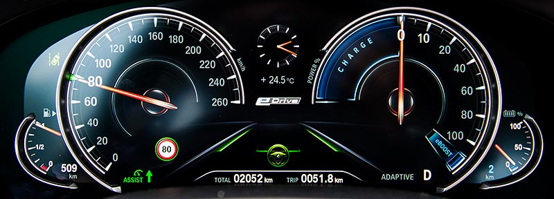 BMW 740Le xDrive iPerformance, Multifunktionales Instrumentendisplay.