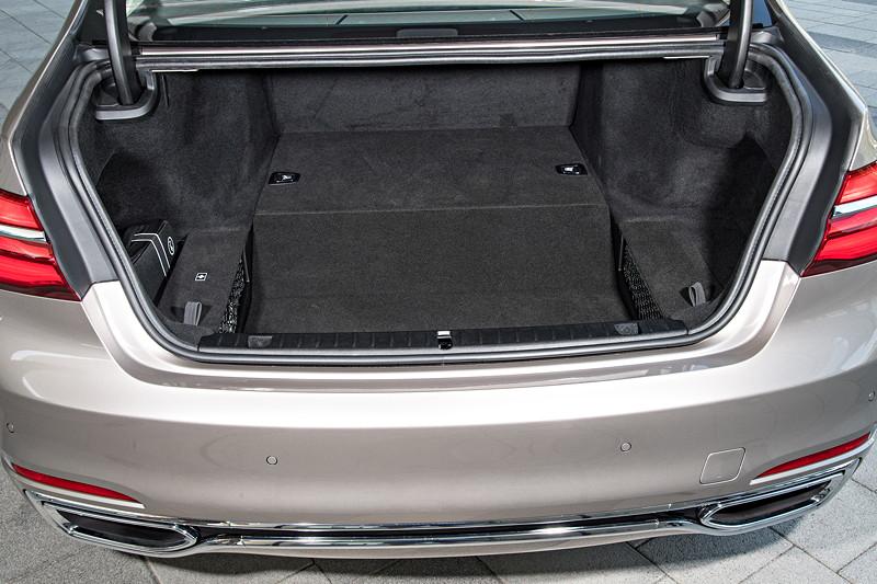 BMW 740Le xDrive iPerformance mit in der Höhe eingeschränktem Kofferraum