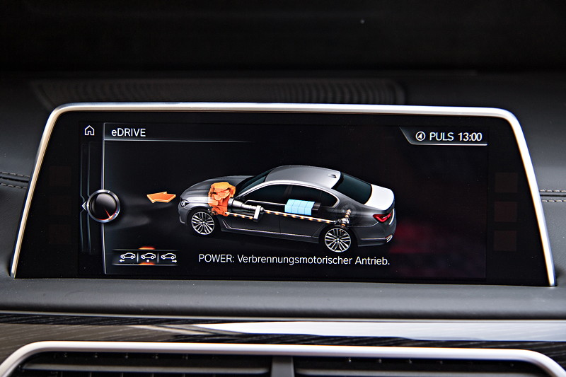 BMW 740Le xDrive iPerformance, Bordbildschirm, Anzeige: Antrieb Verbrennungsmotor