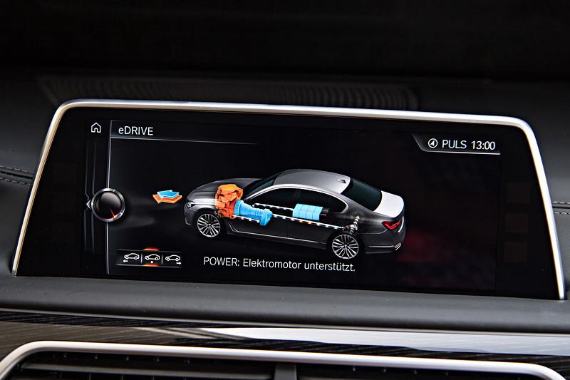 BMW 740Le xDrive iPerformance, Bordbildschirm, Anzeige: Antrieb Verbrennungsmotor mit Unterstützung des Elektromotors