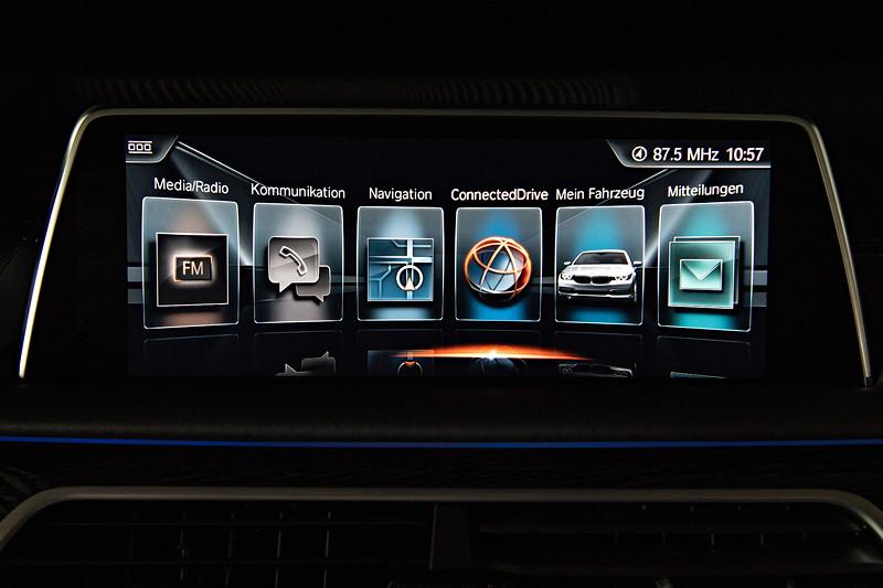 BMW 740Le xDrive iPerformance, Bordbildschirm, Anzeige: Hauptmenü, das in der neuen 7er-Generation neu gestaltet wurde
