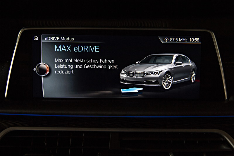 BMW 740Le xDrive iPerformance, Bordbildschirm, Anzeige: MAX eDrive, Fahrt im entsprechenden Elektro-Modus bis 140 km/h