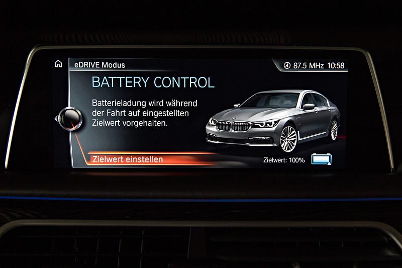 BMW 740Le xDrive iPerformance, Bordbildschirm, Anzeige: Battery Control, Fahrt im entsprechenden Elektro-Modus