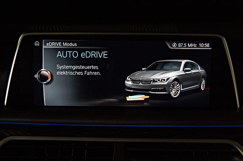 BMW 740Le xDrive iPerformance, Bordbildschirm, Anzeige: Systemgesteuertes elektrisches Fahren, Fahrt im Elektro-Modus 'Auto eDrive'