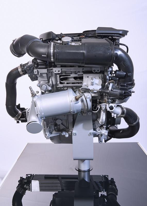 Weiterentwickelter BMW TwinPower Turbo 3-Zylinder Benzinmotor.