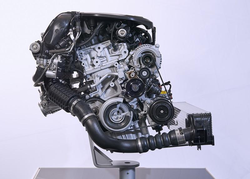 Weiterentwickelter BMW Twin Power Turbo 3-Zylinder Dieselmotor.