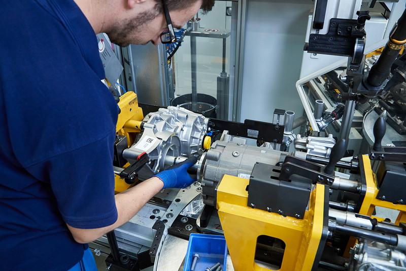 Fertigung von Elektro-Motoren für BMW PHEV Fahrzeuge im Werk Dingolfing.