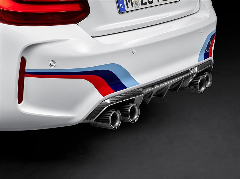 BMW M2 Coupé mit BMW M Performance Zubehör: Carbon Heckdiffusor und Abgasanlage