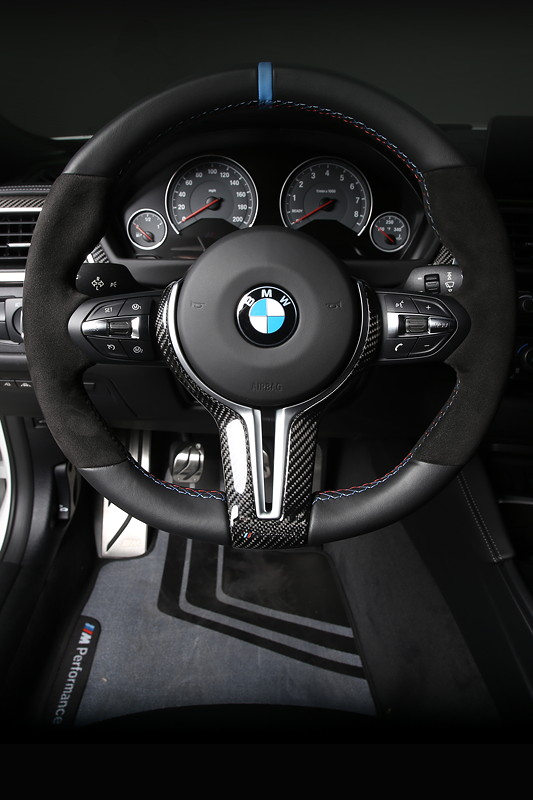 foto bmw m performance lenkrad vergr ert. Black Bedroom Furniture Sets. Home Design Ideas