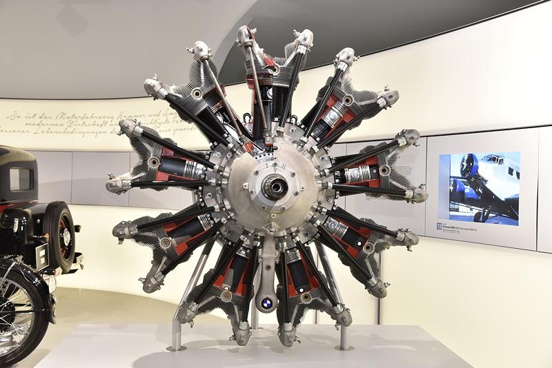 BMW Museum, Wechselausstellung '100 Meisterstücke': historischer 9-Zylinder-Sternmotor