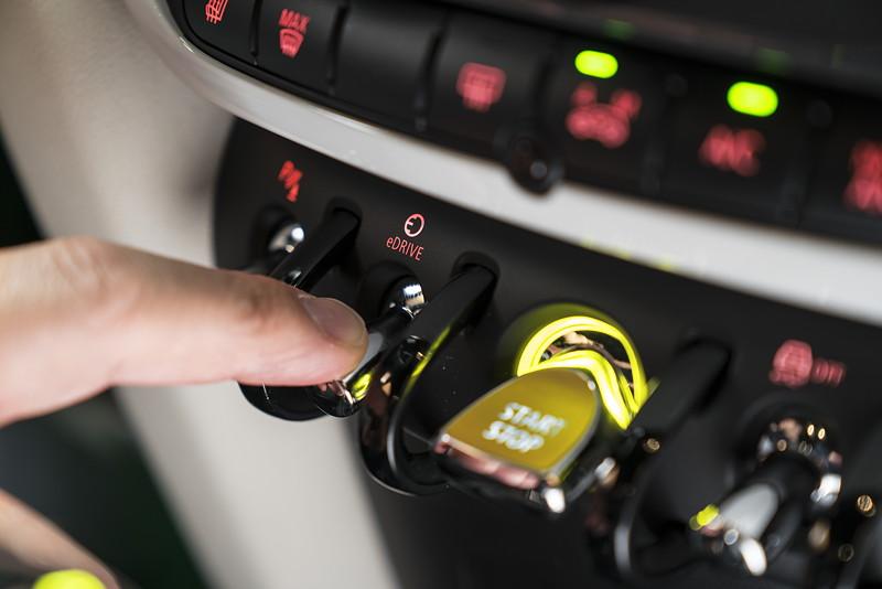 MINI Cooper S E Countryman ALL4, eDrive Toggleschalter