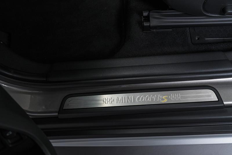 MINI Cooper S E Countryman ALL4, Einstiegsleiste