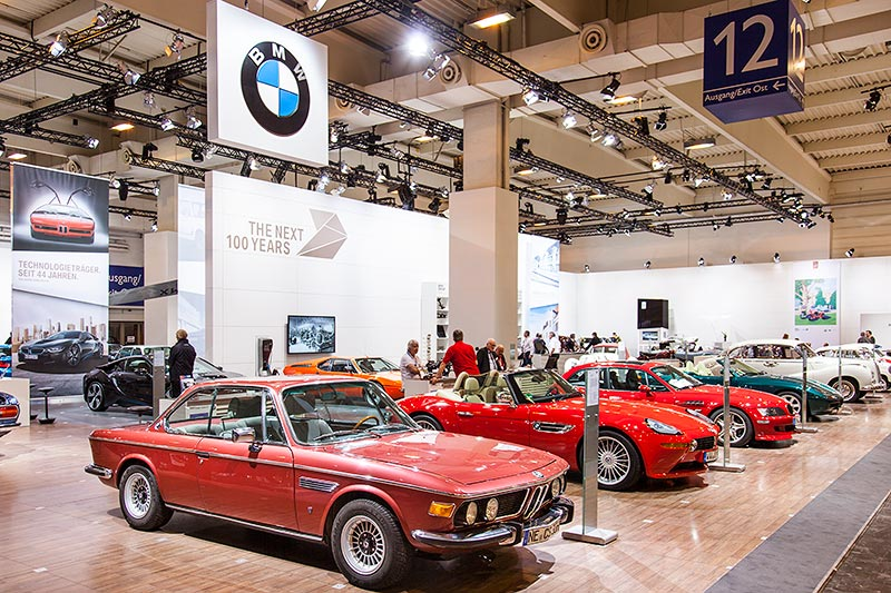 BMW 3.0 CS auf dem BMW Messestand, Techno Classica 2016