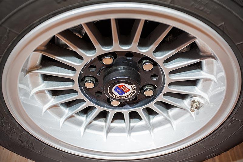 BMW 3.0 CS, auf Alpina-Rädern