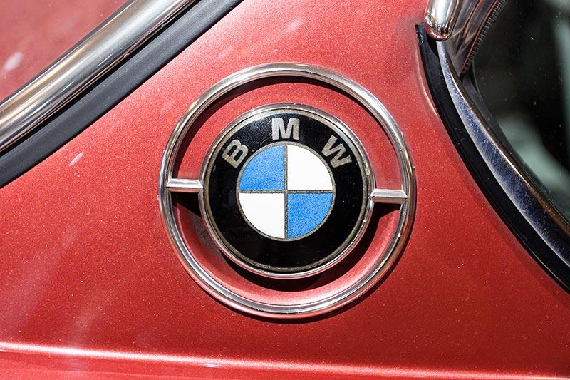 BMW 3.0 CS, BMW-Logo auf der C-Säule