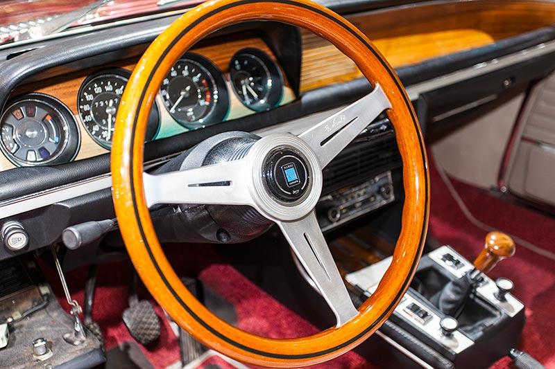 BMW 3.0 CS, Blick in den Innenraum des Coupés