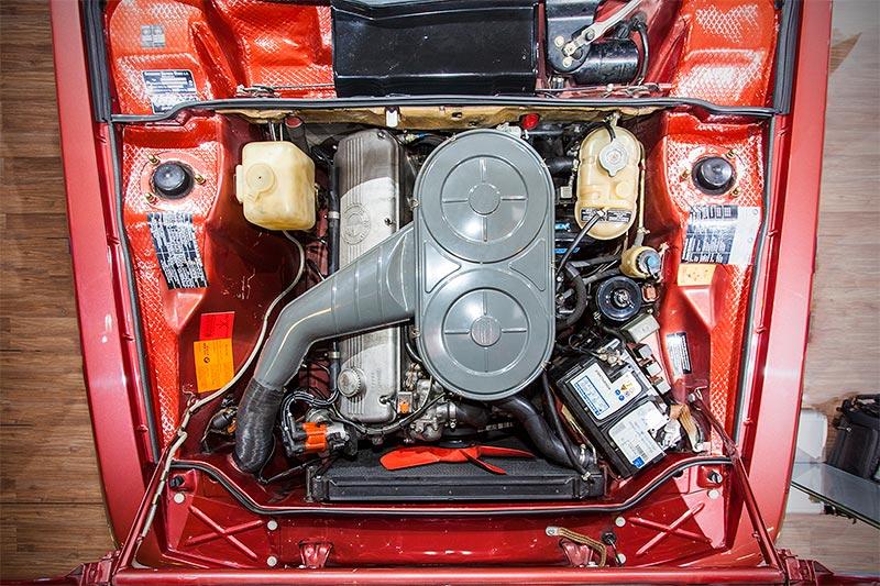 BMW 3.0 CS, 6-Zylinder-Reihenmotor mit 180 PS, vmax: 213 km/h