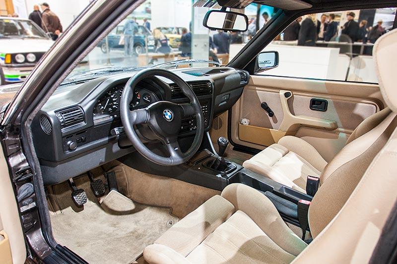 BMW 325iX Baur Topcabriolet TC2, Blick in den Innenraum des Cabrios