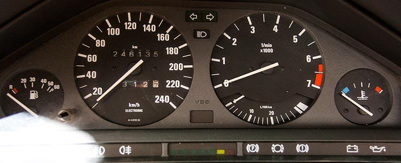 BMW 325iX Baur Topcabriolet TC2, Tachoinstrumente, Tachostand: 246.135 km