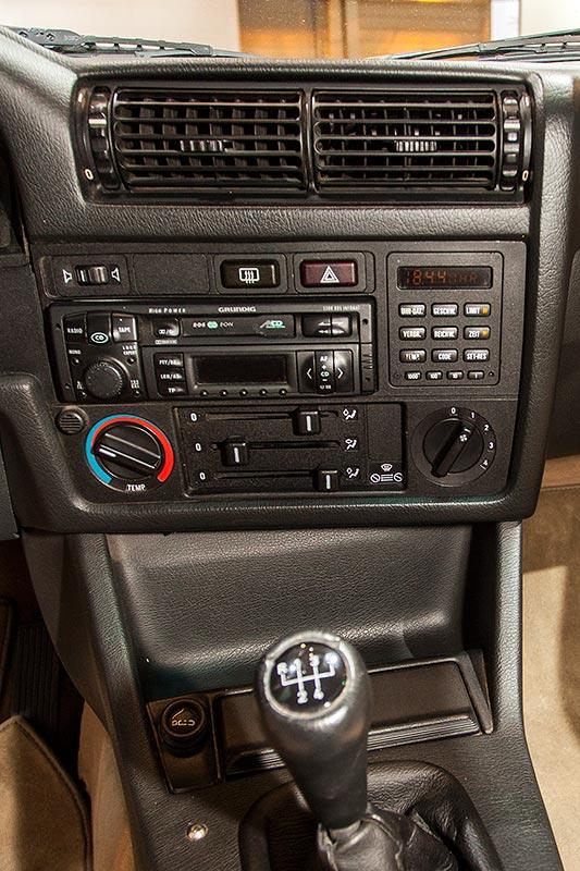 BMW 325iX Baur Topcabriolet TC2, Mittelkonsole
