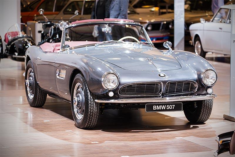 BMW 507, mit V8-Zylinder-Motor, 3.168 ccm, 150 PS bei 5.000 U/Min.