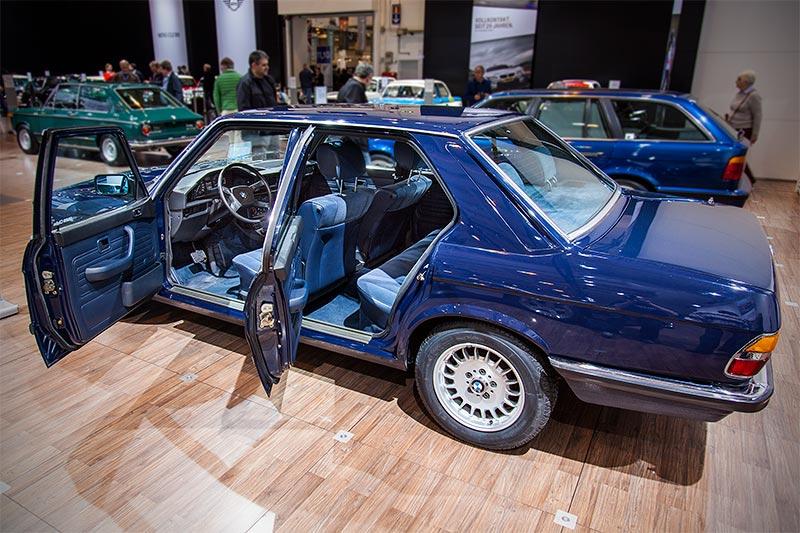 BMW 524td in BMW lapisblau mit Velours-Ausstattung