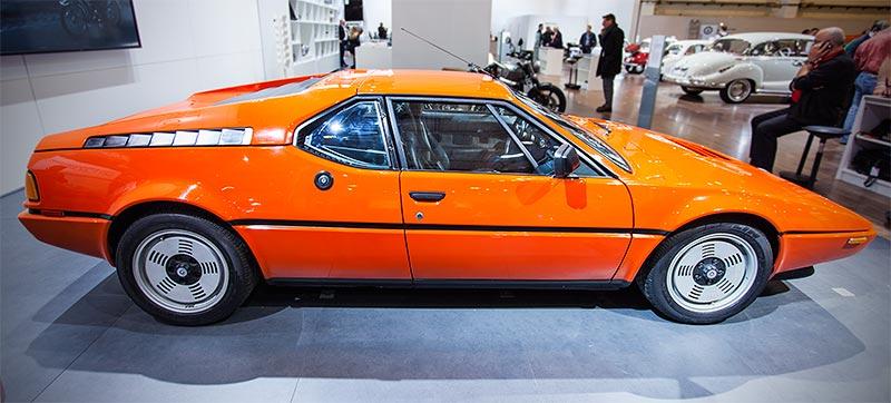 BMW M1 mit 6-Zylinder Reihenmotor, 277 PS, vmax: 262 km/h