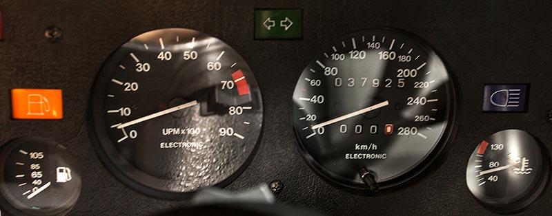 BMW M1, Tacho-Instrumente, Tacho-Stand: 37.925 km