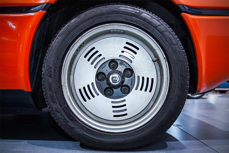 BMW M1, Rad
