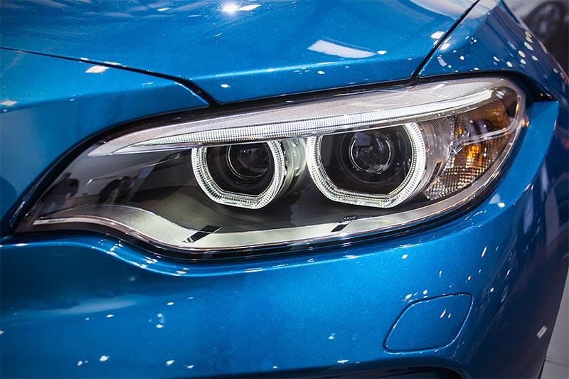 BMW M2, Scheinwerfer mit Xenon-Licht und adaptiven Kurvenlicht