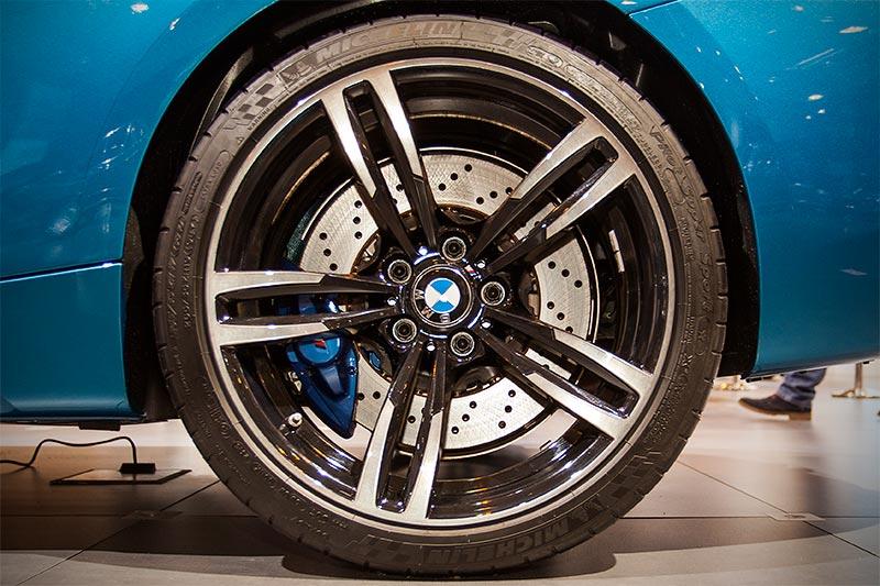 BMW M2, 19 Zoll M LM Rad Doppelspeiche 437 mit Mischbereifung