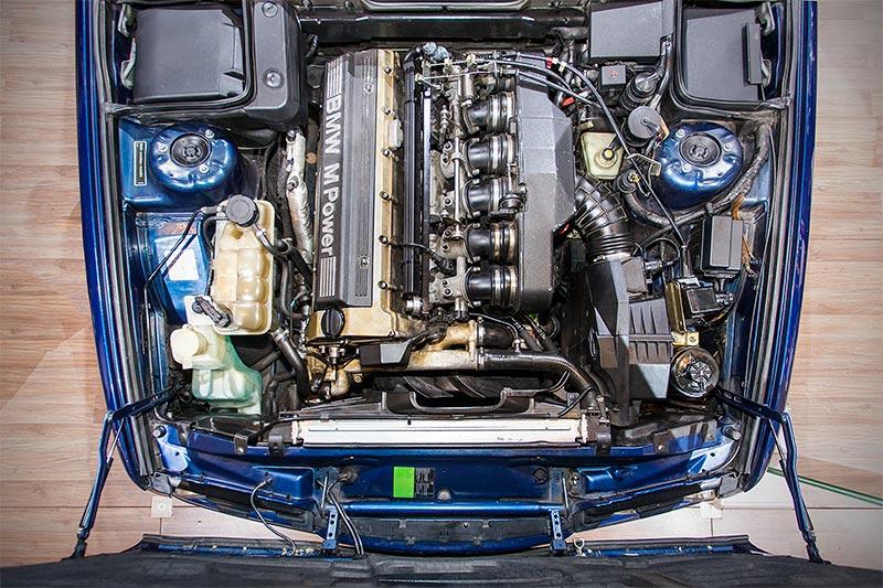 BMW M5 touring, 6-Zylinder Reihenmotor, 340 PS, vmax: 250 km/h