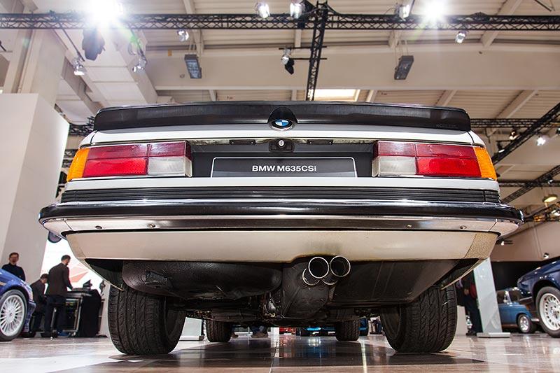 BMW M635 CSi, mit Heckspoiler und außermittigem Doppel-Auspuff-Endrohr
