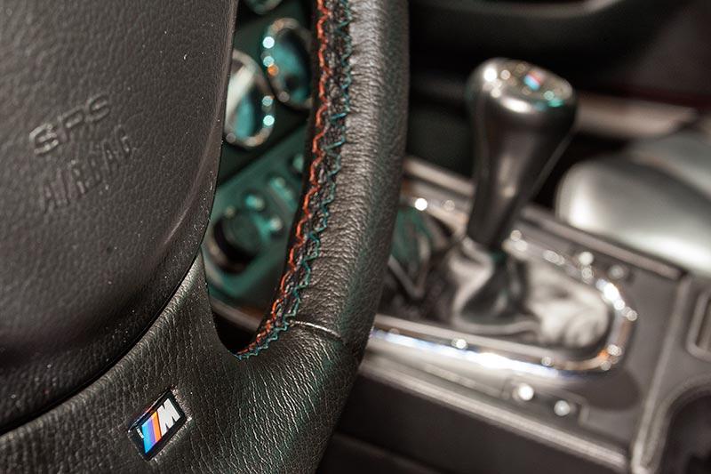 BMW M coupé, M Lenkrad mit M Logo und Nähten in M Farben