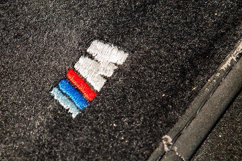 BMW M coupé, in die Fußmatte eingesticketes M Logo
