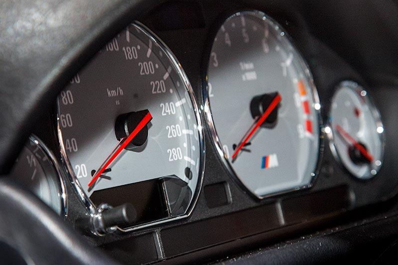 BMW M coupé, Tacho-Instrumente