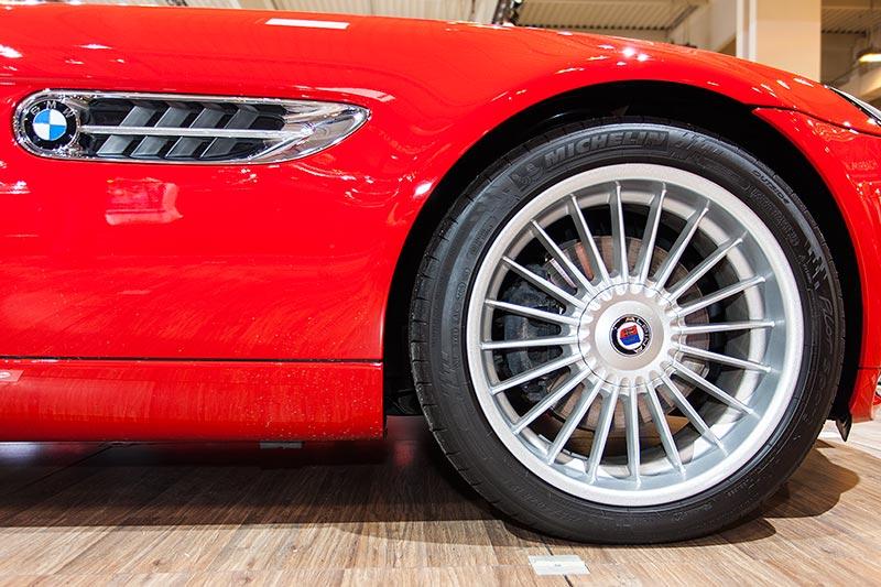 BMW Z8, seitliche Kieme mit BMW Logo, 19 Zoll Alpina-Rad mit 255iger Michelin Bereifung