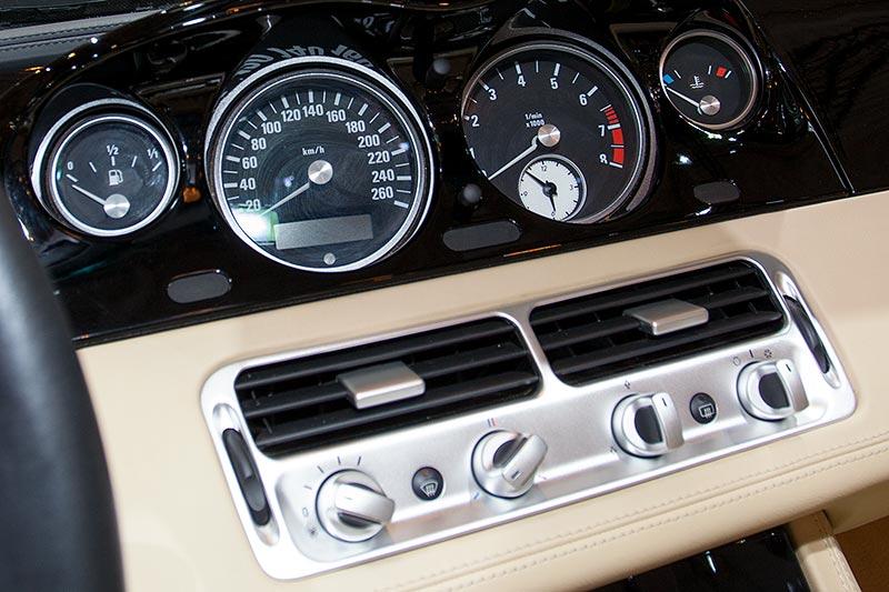 BMW Z8, Tacho-Instrumente
