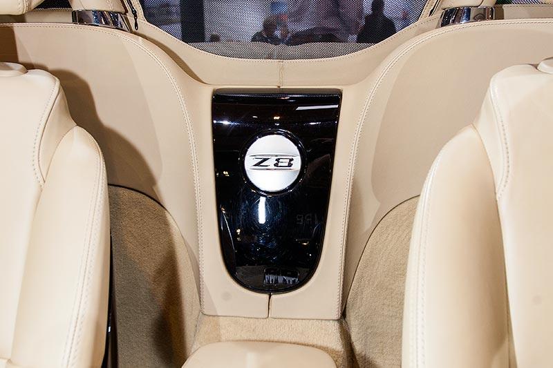 BMW Z8, Z8-Logo im Innenraum