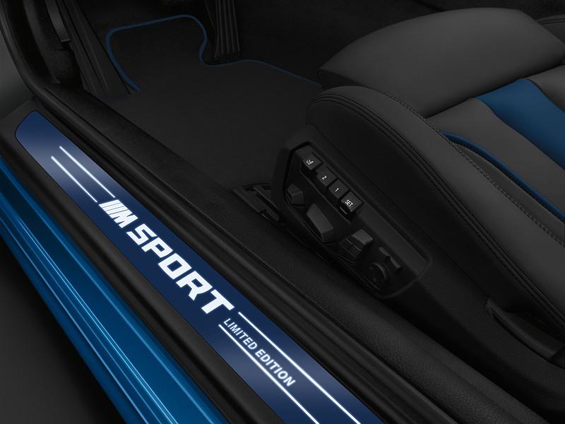 M Sport Limited Edition der BMW 6er Reihe, Einstiegsleiste in blau und Schriftzug 'MSport LimitedEdition'