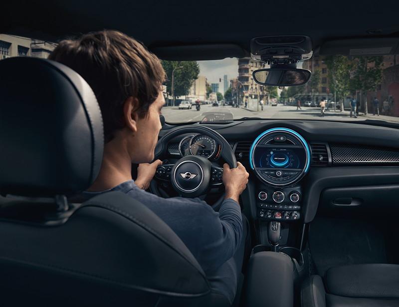 BMW und Alexa integriert im Fahrzeug.